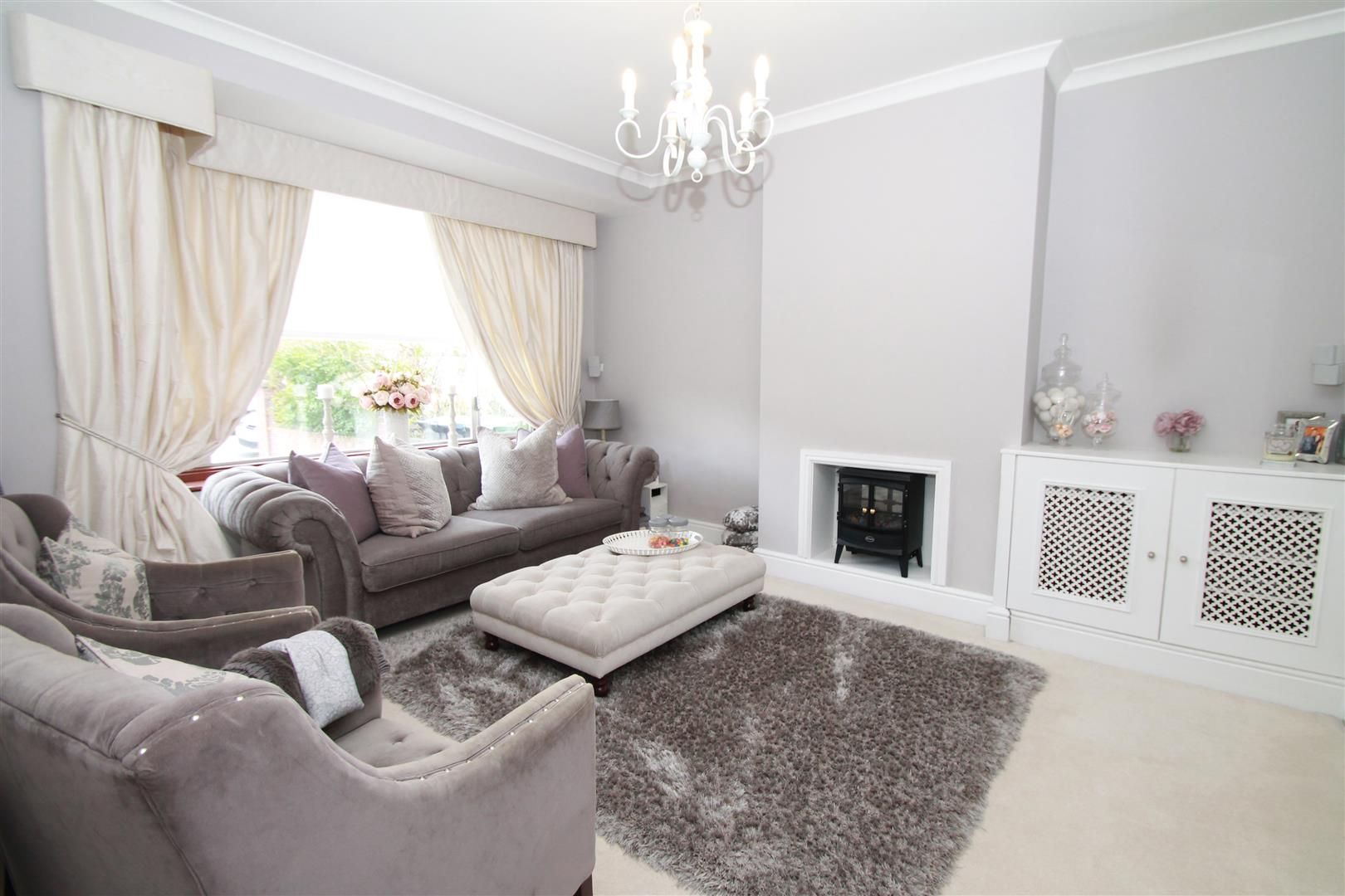 4 Bedrooms House for sale in Dorchester Avenue, Palmers Green, London N13